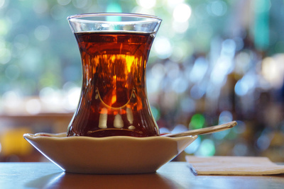 Mit einer Tasse Tee gut gelaunt in den Tag starten