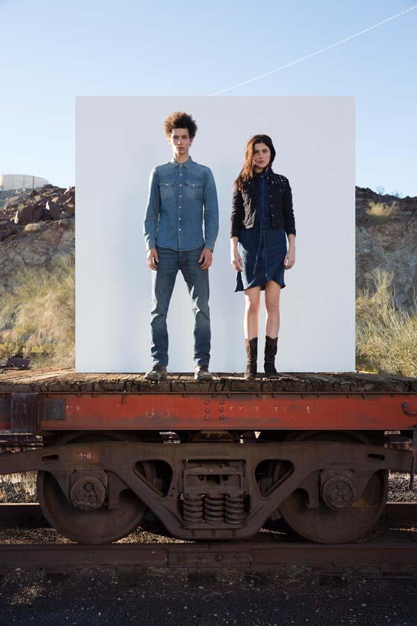 men_girl_levis_jeans