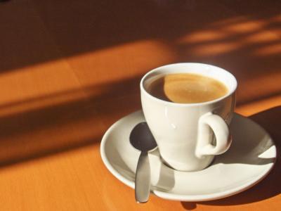 espresso in einer weissen tasse