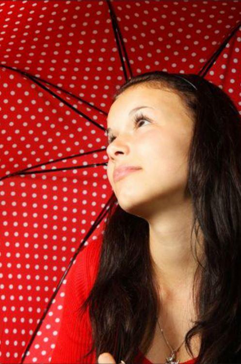 gepunkteter Regenschirm