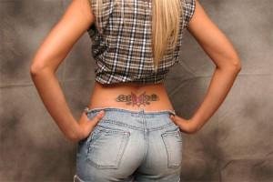 model mit tattoos rücken 15d
