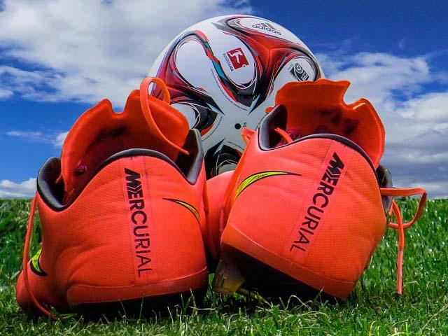 fussballschuhe-orange