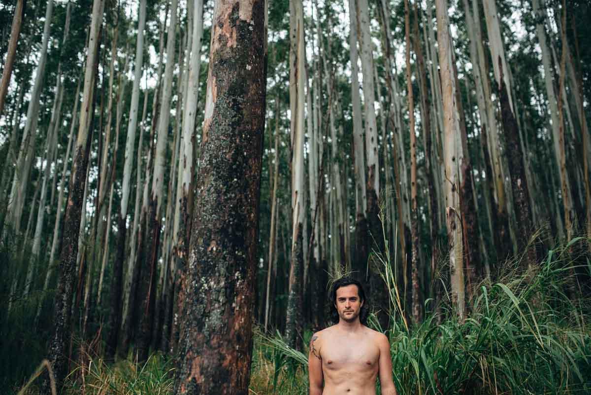 Mann Wald nackt