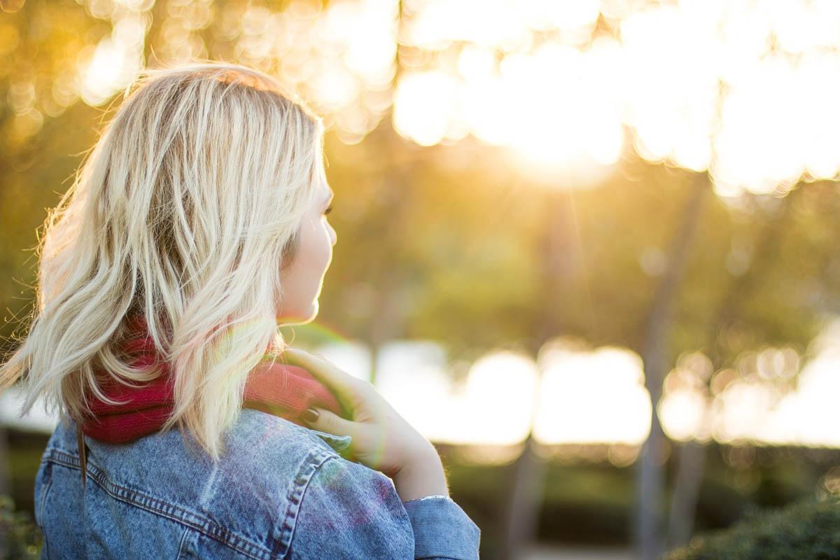 Blond Jeansjacke Schal