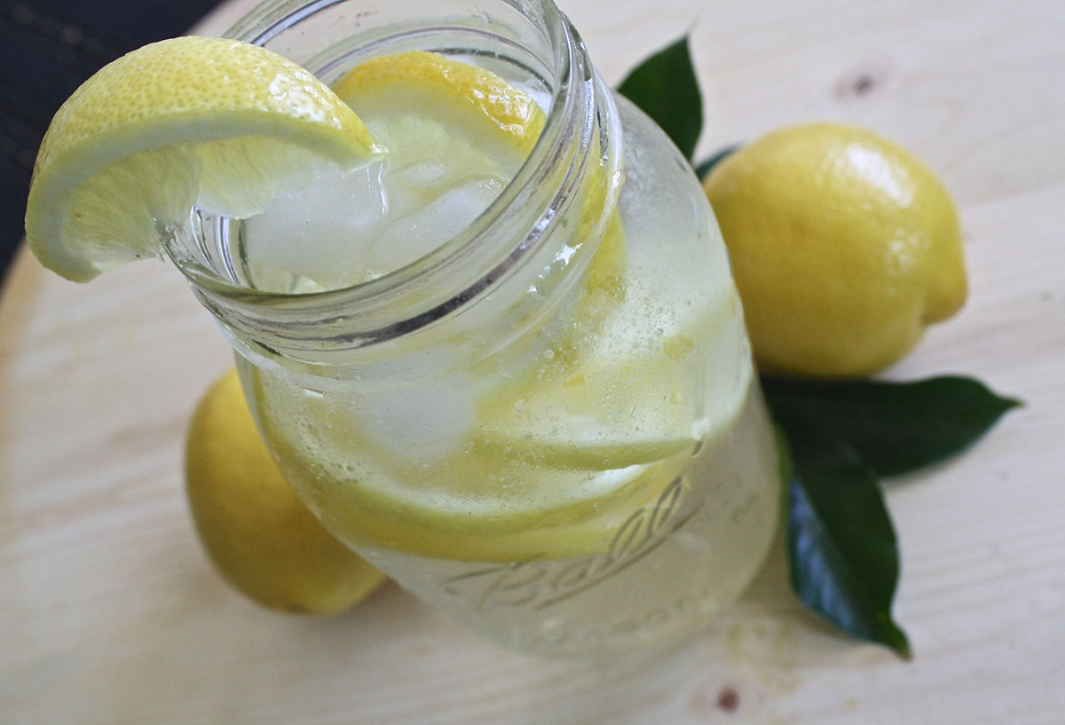 Zitronenwasser Wasserglas Zitrone