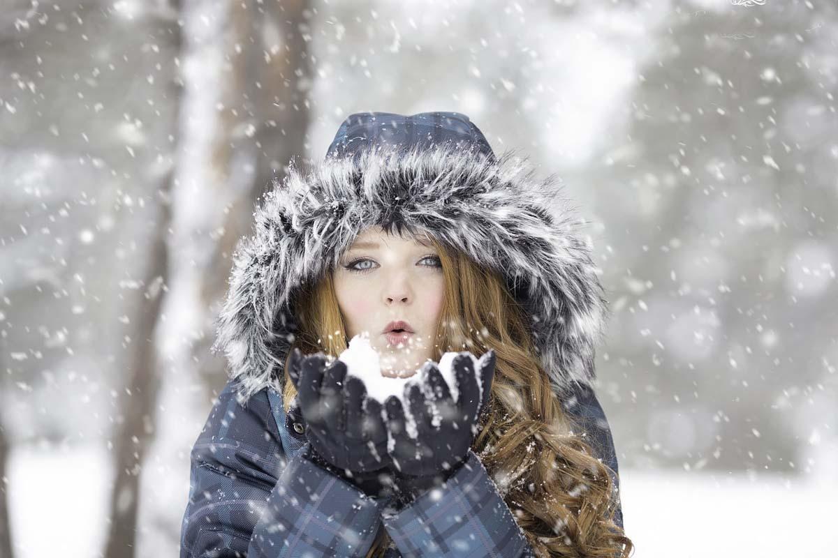kaelte-wintermantel-schnee