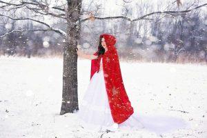 rotkaeppchen-schneelandschaft-schneewittchen