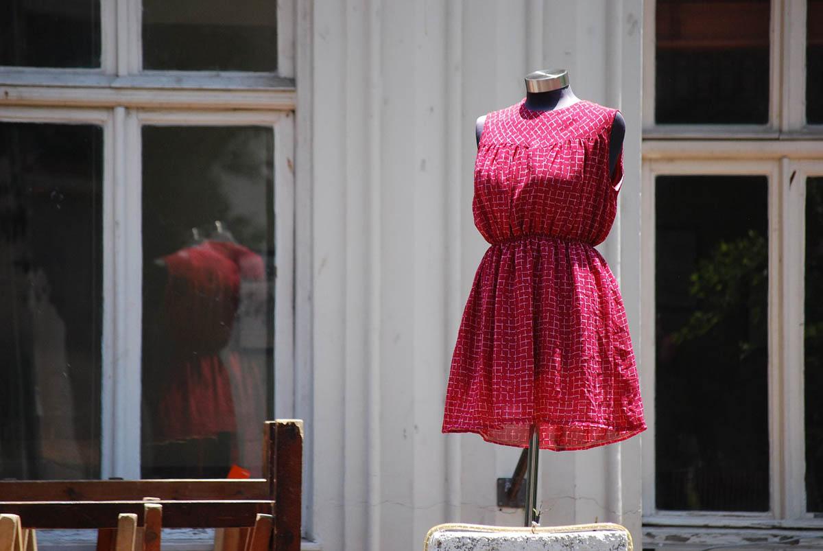 Flohmarkt Kleid Fenster