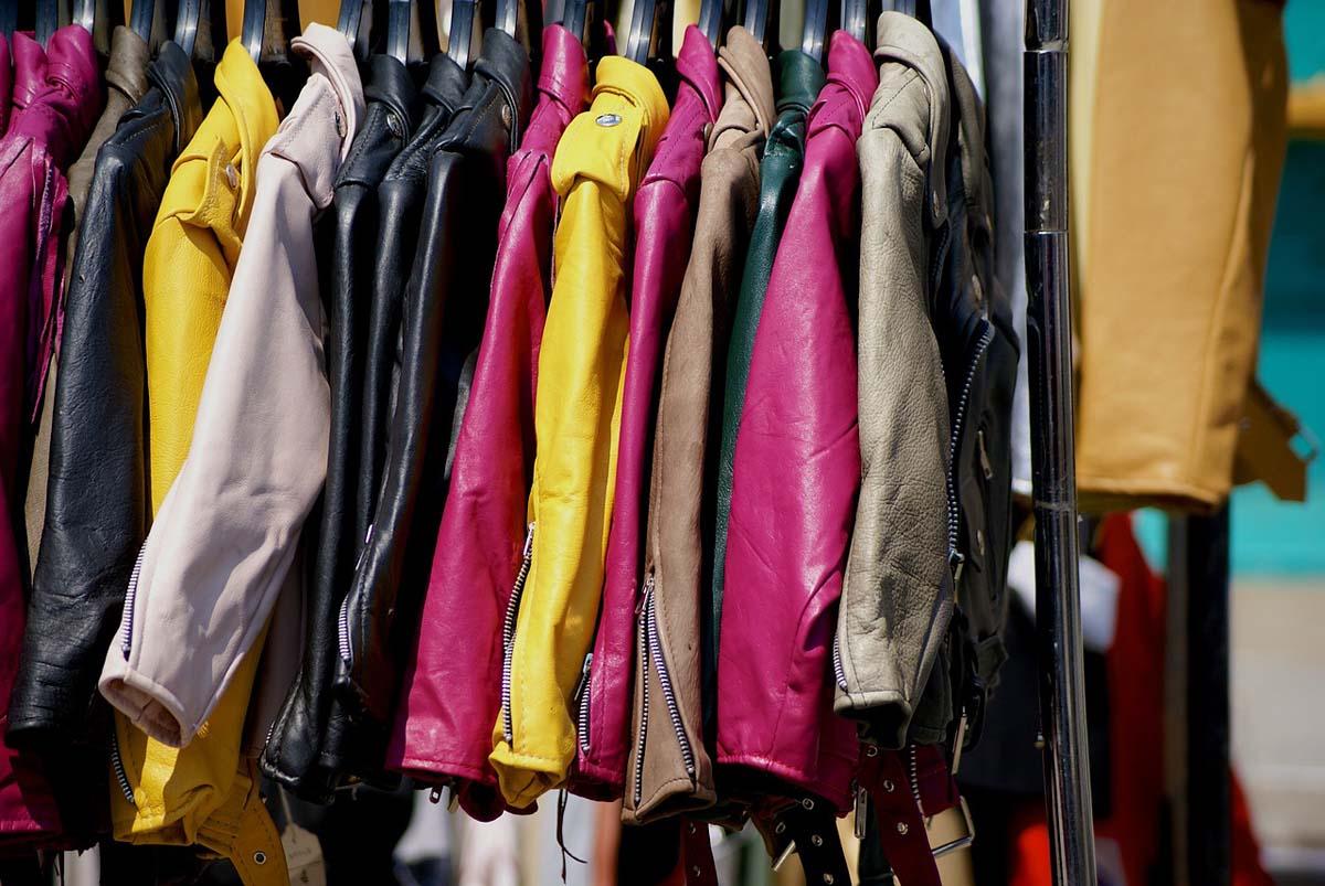 Flohmarkt Kleiderständer Lederjacken