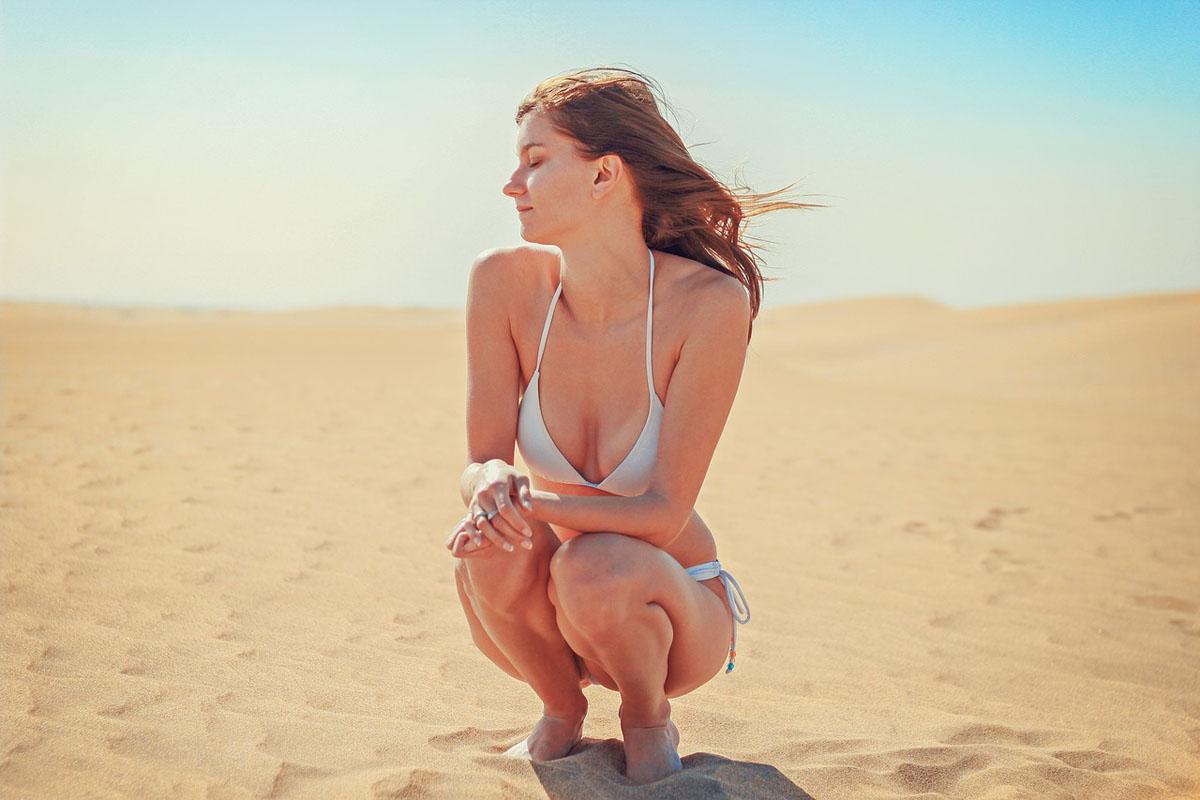 Bikini Sonnenbad Wüste