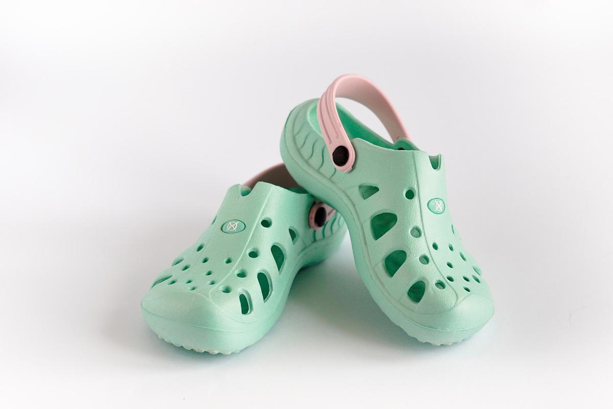 Grüne Crocs Sommerschuhe