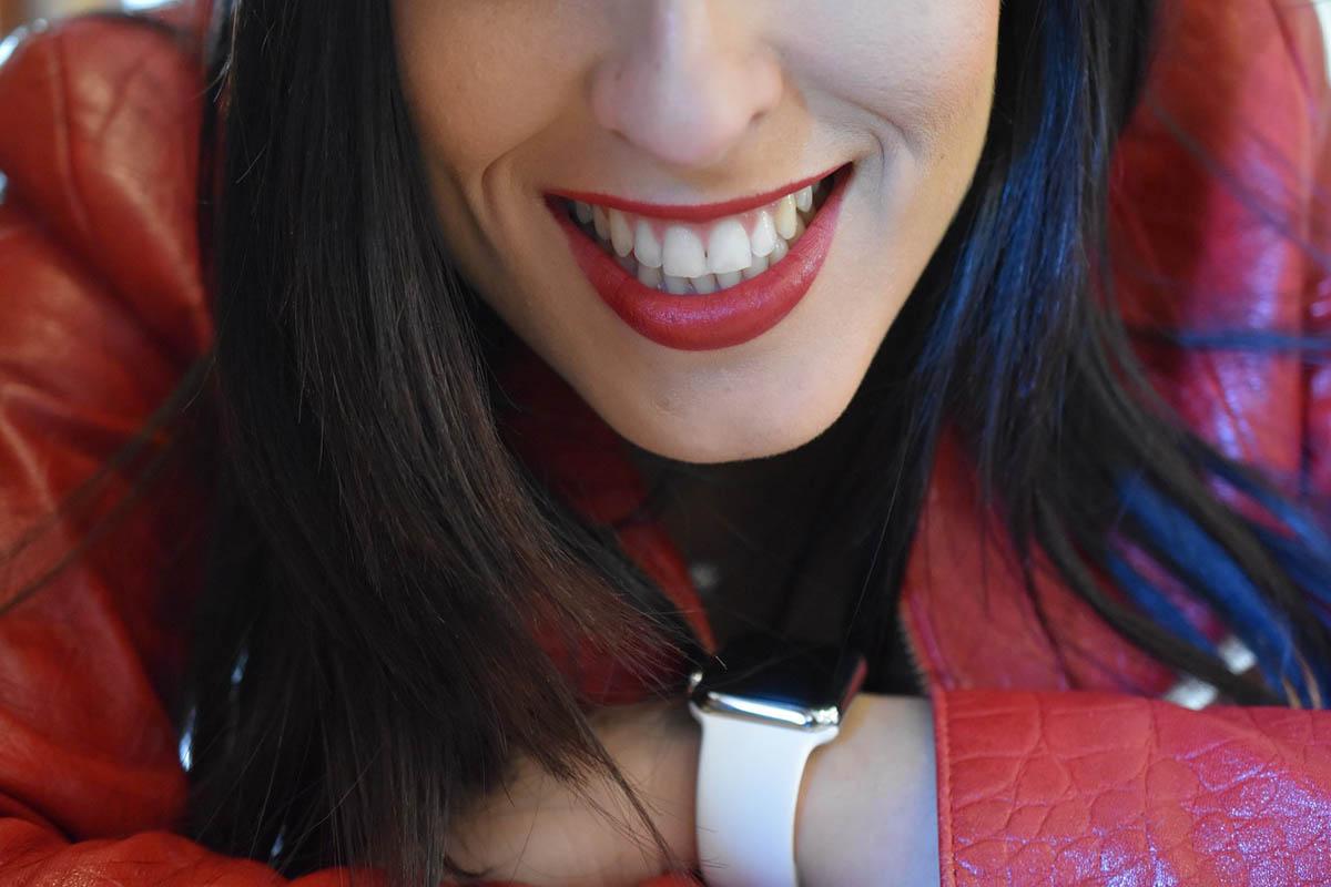 Lederjacke Lächeln Trendfarbe