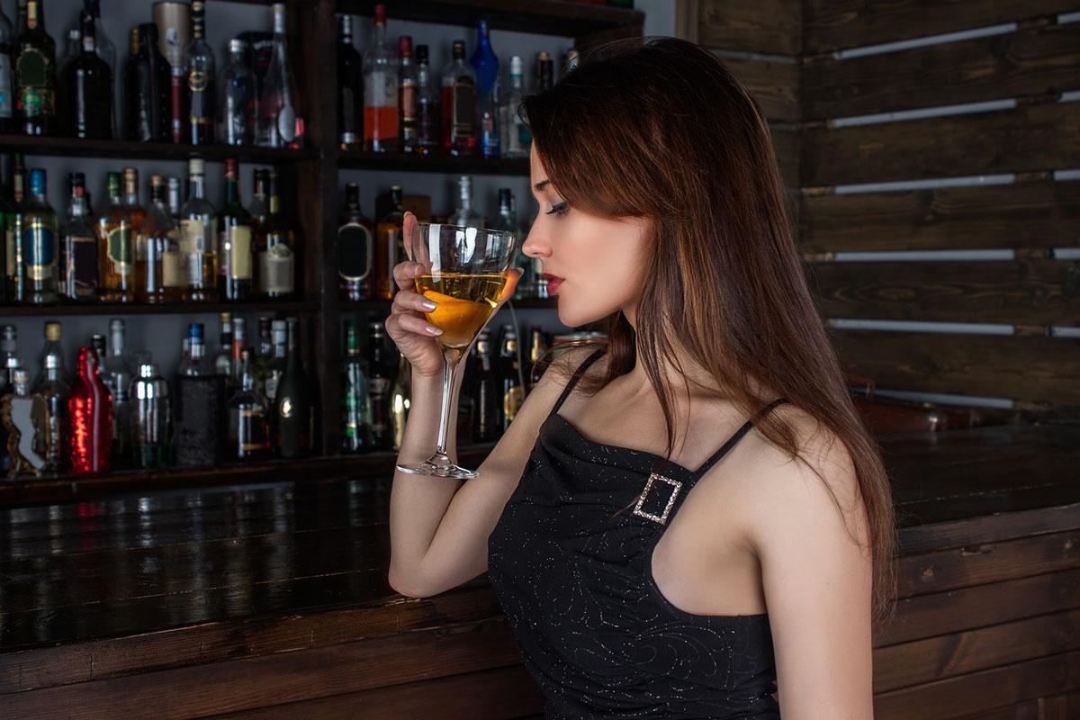Alkohol Frau Bar