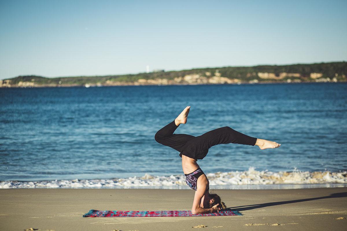 Yoga Strand Frau