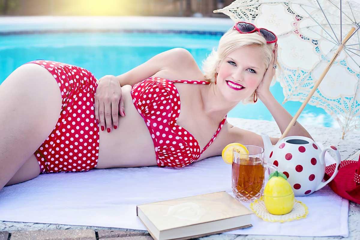Sonnenbad Sonnenschirm Bikini