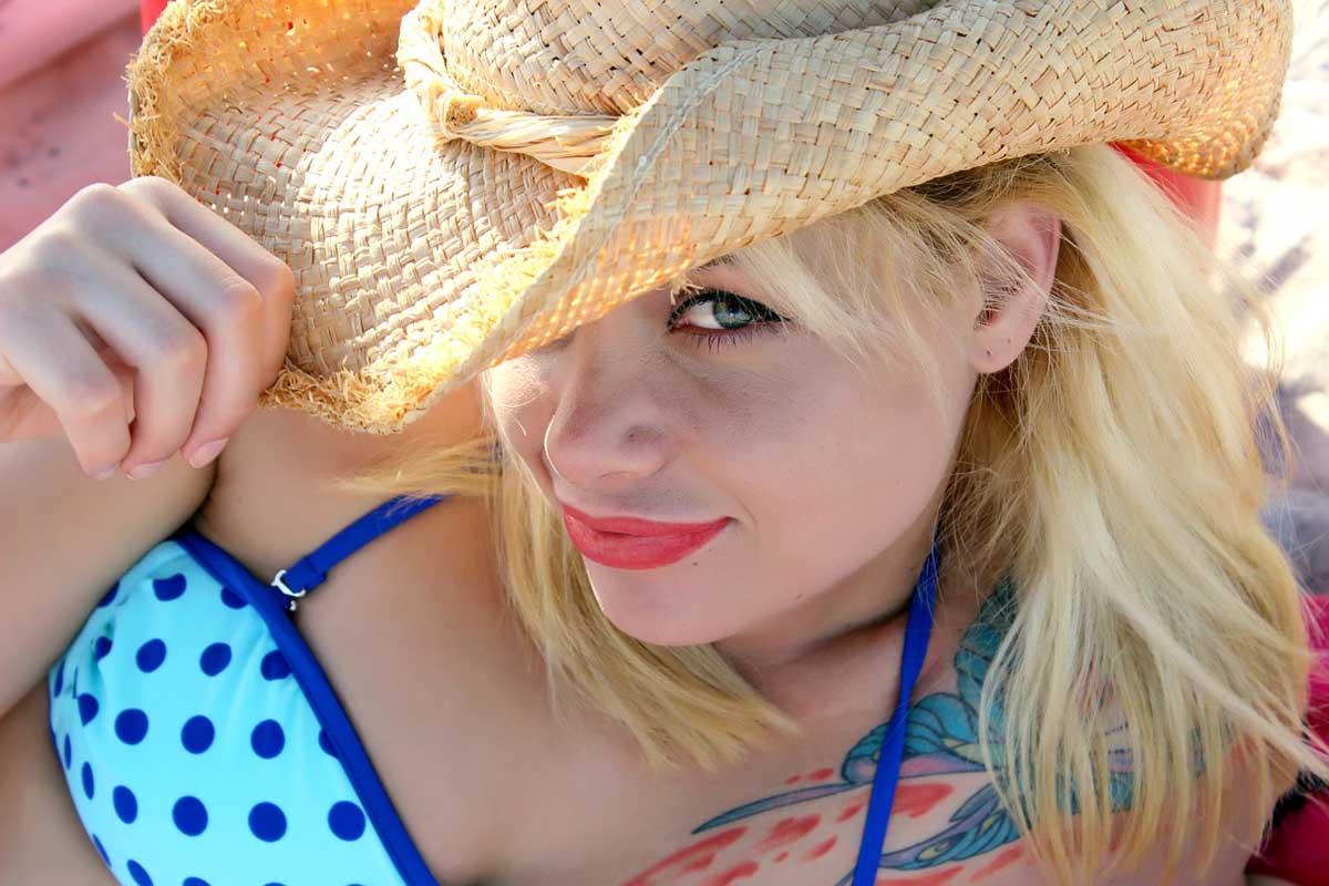 Sonnenhut Bikini Strand