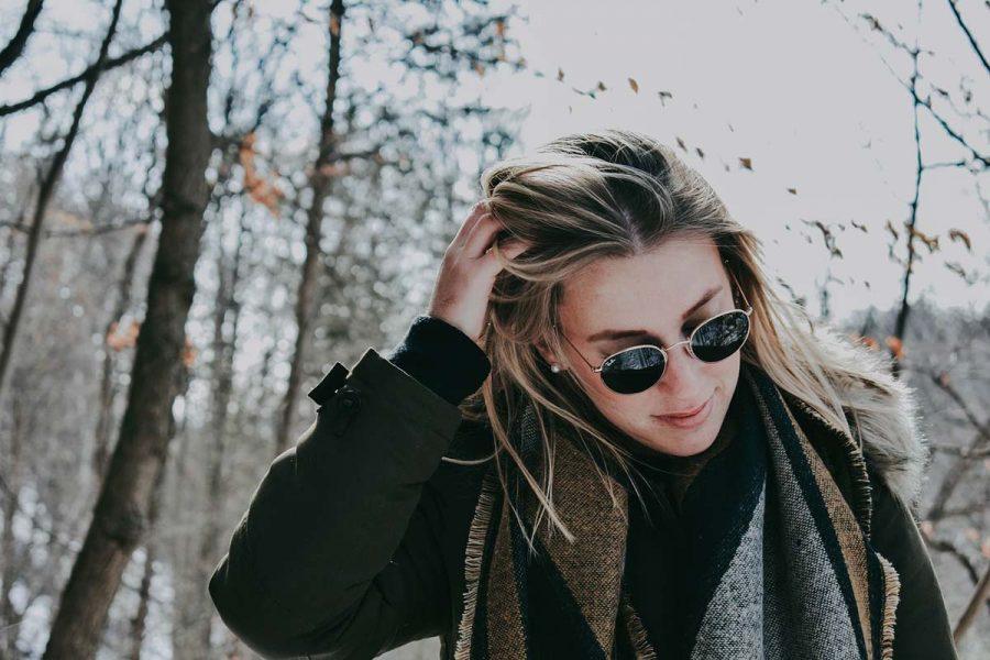 Sonnenbrille Mantel Schal