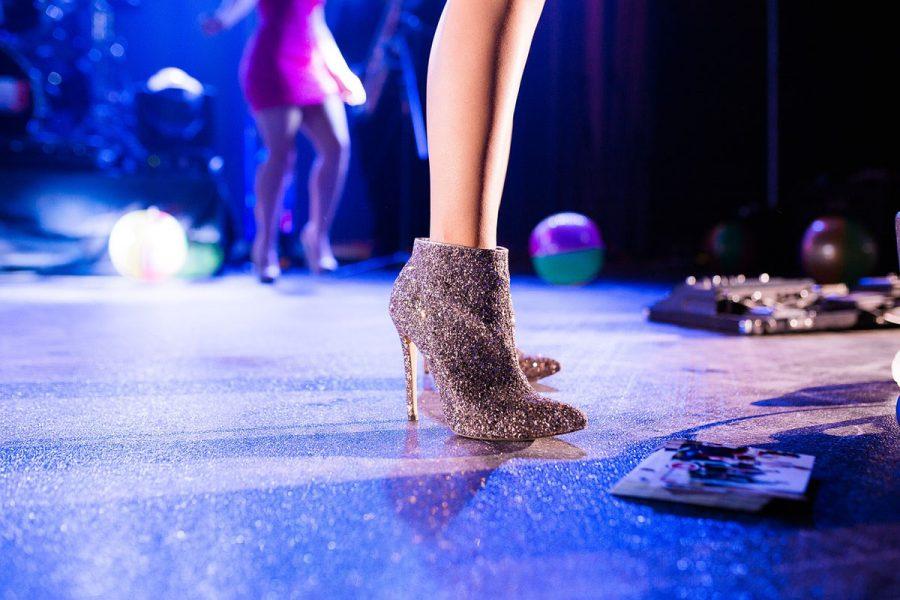 glitzer boots stilettos tanzfläche